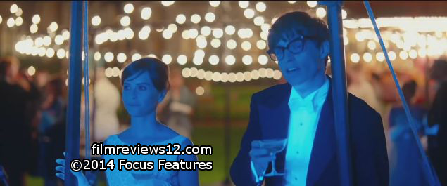 "Felicity Jones (l) and Eddie Redmayne (r) in a scene from James Marsh's ""The Theory of Everything""."